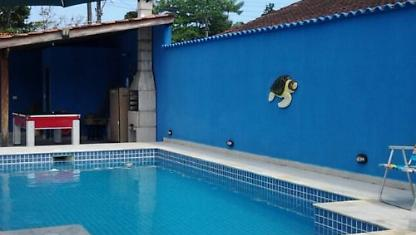 Casa con 2 C, 3 suites, piscina, cochera 4 Autos