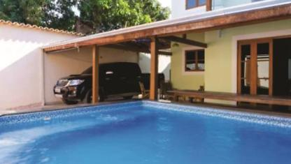 House with pool in centre of Paraty