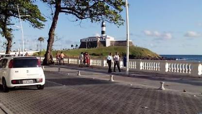 1/4 in front of Farol da Barra