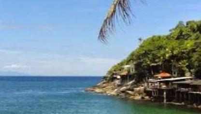 Guarujá: waterfront Home in gated community