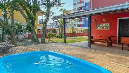 Casa com PISCINA a 100 metros do mar