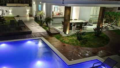 Casa do Artista,  4 suítes, piscina a 60m do mar.